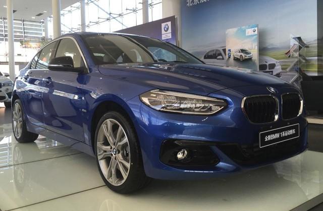 BMW 1-Series Sedan bắt đầu được bày bán, đắt hơn dự đoán - Ảnh 1.