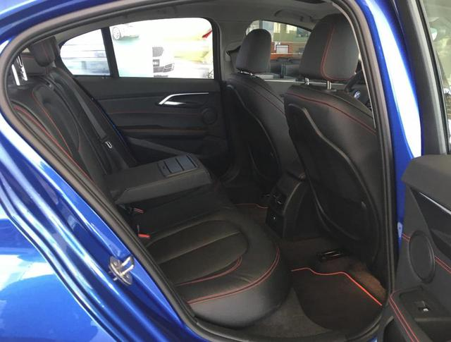 BMW 1-Series Sedan bắt đầu được bày bán, đắt hơn dự đoán - Ảnh 10.