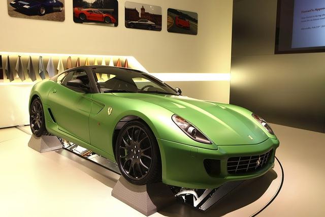 Chiếc siêu xe Ferrari 458 Spider với màu sơn độc trị giá hơn 600 triệu Đồng - Ảnh 3.