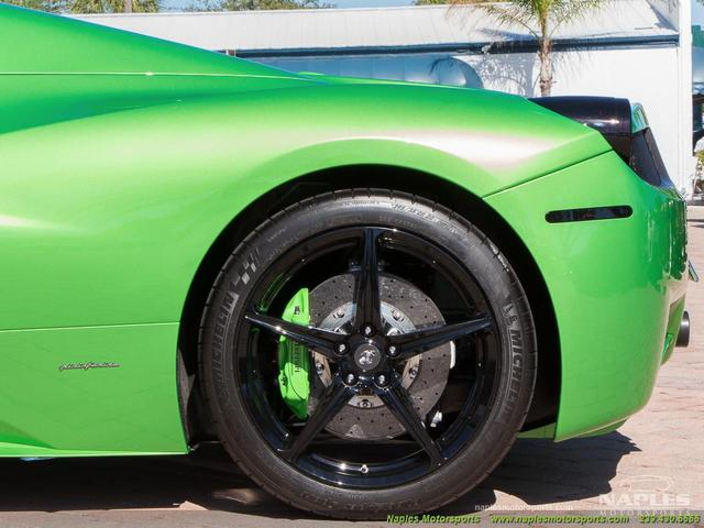 Chiếc siêu xe Ferrari 458 Spider với màu sơn độc trị giá hơn 600 triệu Đồng - Ảnh 8.