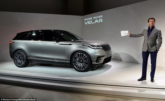 Ngắm Range Rover Velar bằng xương, bằng thịt, cạnh tranh Porsche Macan - Ảnh 2.