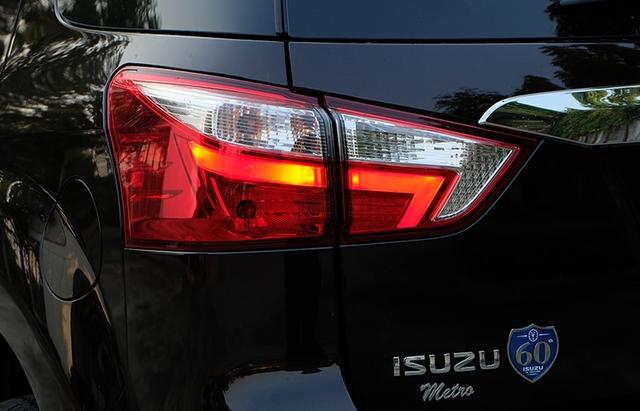 Cận cảnh SUV cỡ trung Isuzu MU-X 2017 bằng xương, bằng thịt - Ảnh 4.