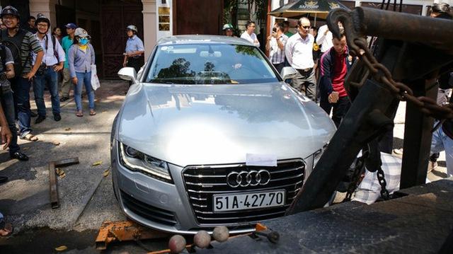 Chuyên cơ mặt đất Lexus LX570 2016 bị đưa về phường vì lấn chiếm vỉa hè - Ảnh 3.