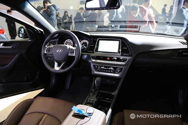 Cận cảnh sedan cỡ trung Hyundai Sonata 2018 ngoài đời thực - Ảnh 6.