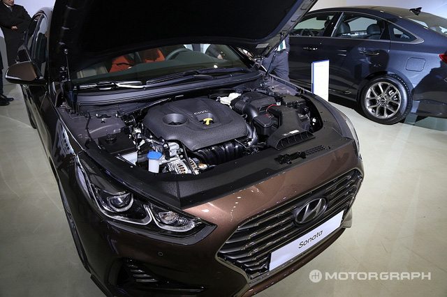 Cận cảnh sedan cỡ trung Hyundai Sonata 2018 ngoài đời thực - Ảnh 7.