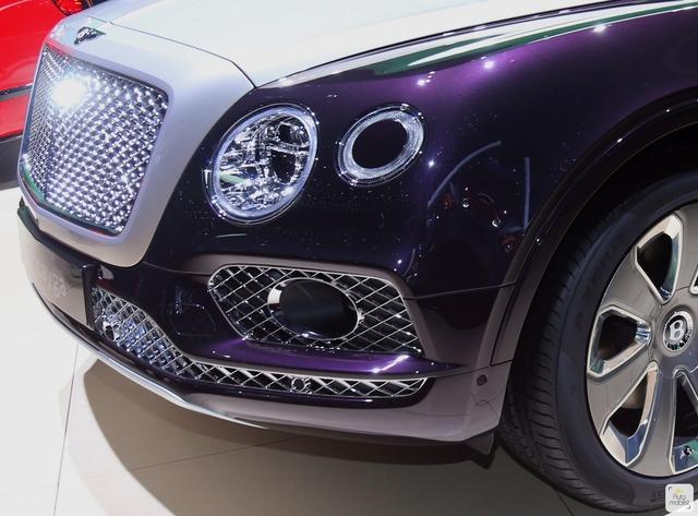 Cận cảnh SUV nhà giàu Bentley Bentayga Mulliner bằng xương, bằng thịt - Ảnh 13.