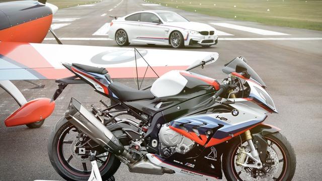 Mua BMW M4 đặc biệt được cho không siêu mô tô S1000RR 2017 và đồng hồ đeo tay - Ảnh 12.