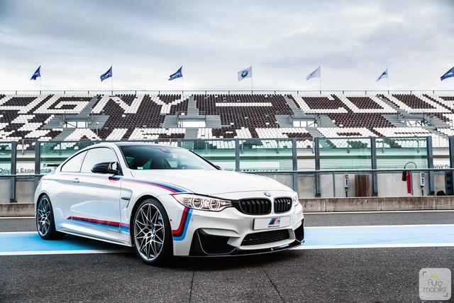 Mua BMW M4 đặc biệt được cho không siêu mô tô S1000RR 2017 và đồng hồ đeo tay - Ảnh 2.