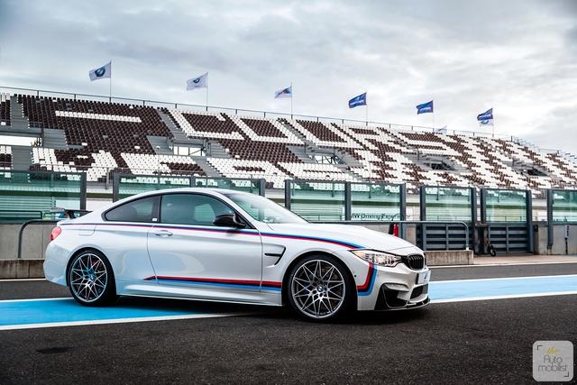 Mua BMW M4 đặc biệt được cho không siêu mô tô S1000RR 2017 và đồng hồ đeo tay - Ảnh 4.