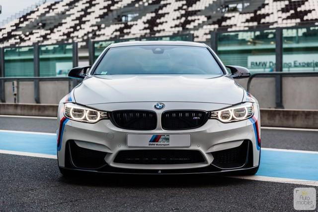 Mua BMW M4 đặc biệt được cho không siêu mô tô S1000RR 2017 và đồng hồ đeo tay - Ảnh 5.