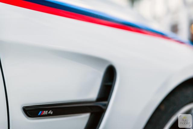 Mua BMW M4 đặc biệt được cho không siêu mô tô S1000RR 2017 và đồng hồ đeo tay - Ảnh 9.