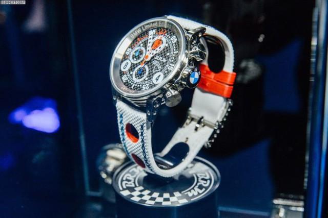 Mua BMW M4 đặc biệt được cho không siêu mô tô S1000RR 2017 và đồng hồ đeo tay - Ảnh 11.