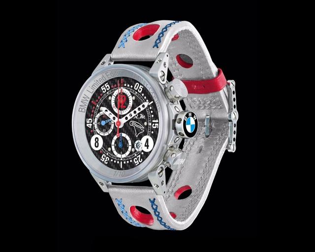 Mua BMW M4 đặc biệt được cho không siêu mô tô S1000RR 2017 và đồng hồ đeo tay - Ảnh 16.