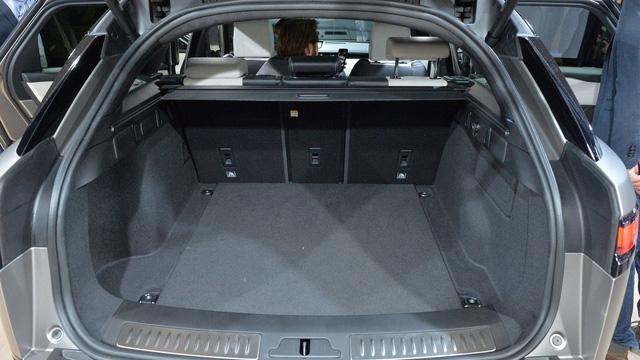 Chi tiết phiên bản đặc biệt đầu tiên của SUV hạng sang Range Rover Velar - Ảnh 13.
