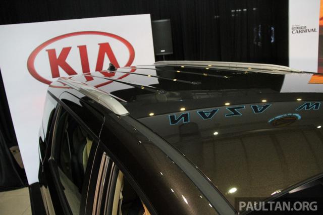 Cận cảnh Kia Sedona 8 chỗ, rẻ hơn xe ở Việt Nam - Ảnh 8.