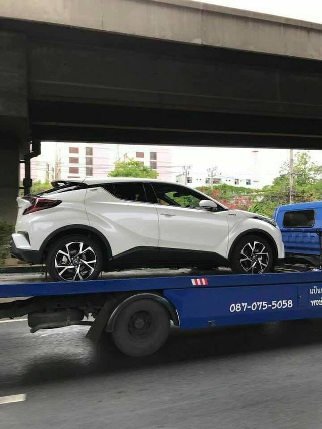 Crossover cỡ nhỏ Toyota C-HR xuất hiện trần trụi tại Thái Lan - Ảnh 2.