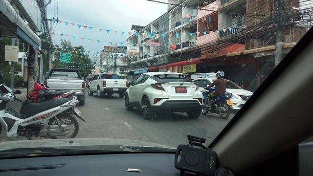 Crossover cỡ nhỏ Toyota C-HR xuất hiện trần trụi tại Thái Lan - Ảnh 3.