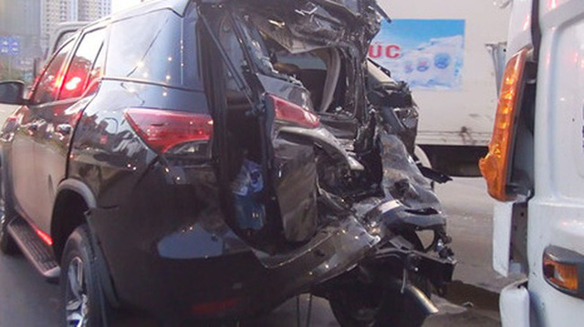 Lại thêm Toyota Fortuner 2017 bị tai nạn tại Việt Nam - Ảnh 4.