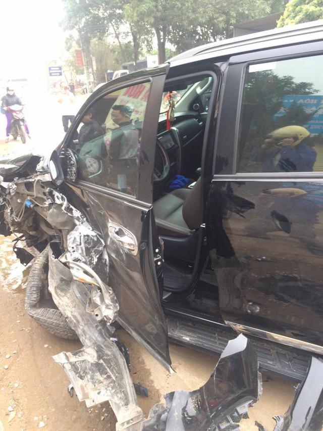 Lại thêm Toyota Fortuner 2017 bị tai nạn tại Việt Nam - Ảnh 2.