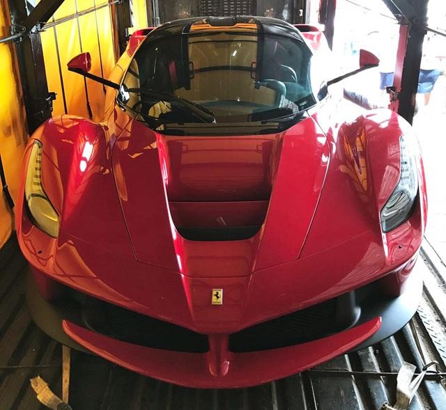 Siêu xe Ferrari LaFerrari nhập lậu bị lực lượng chức năng tịch thu - Ảnh 1.