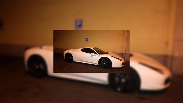 Ferrari 458 Spider từng thuộc sở hữu của mafia được dùng làm xe tuyên truyền - Ảnh 1.