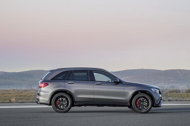 Cặp đôi SUV hiệu suất cao Mercedes-AMG GLC63 và GLC63 Coupe 2018 hiện nguyên hình - Ảnh 6.