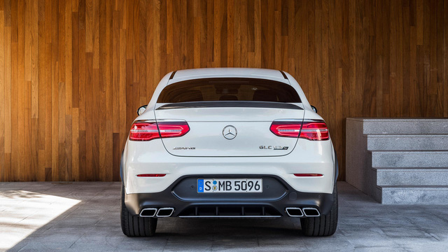 Cặp đôi SUV hiệu suất cao Mercedes-AMG GLC63 và GLC63 Coupe 2018 hiện nguyên hình - Ảnh 15.