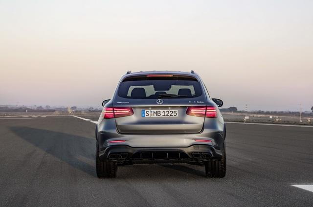 Cặp đôi SUV hiệu suất cao Mercedes-AMG GLC63 và GLC63 Coupe 2018 hiện nguyên hình - Ảnh 16.
