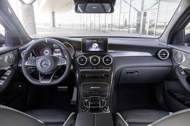Cặp đôi SUV hiệu suất cao Mercedes-AMG GLC63 và GLC63 Coupe 2018 hiện nguyên hình - Ảnh 17.