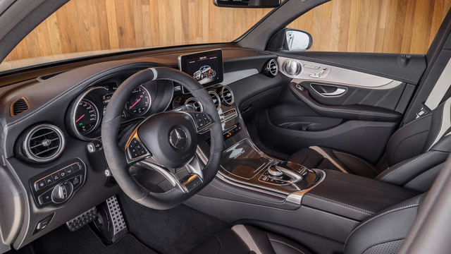 Cặp đôi SUV hiệu suất cao Mercedes-AMG GLC63 và GLC63 Coupe 2018 hiện nguyên hình - Ảnh 18.