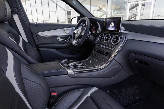 Cặp đôi SUV hiệu suất cao Mercedes-AMG GLC63 và GLC63 Coupe 2018 hiện nguyên hình - Ảnh 19.