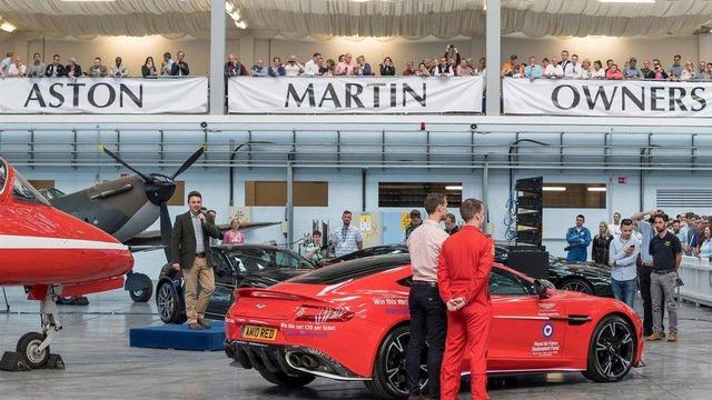 Aston Martin Vanquish S Red Arrows - Xe sang chỉ dành cho ít người - Ảnh 7.