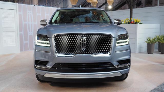 SUV hạng sang cỡ lớn Lincoln Navigator 2018 ra mắt với thiết kế thanh lịch và nội thất tiện nghi - Ảnh 2.