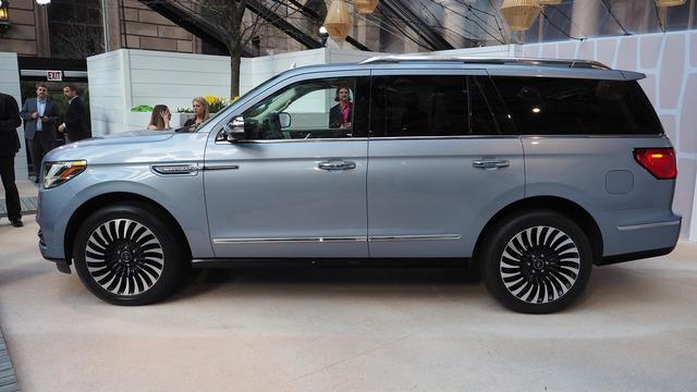 SUV hạng sang cỡ lớn Lincoln Navigator 2018 ra mắt với thiết kế thanh lịch và nội thất tiện nghi - Ảnh 3.