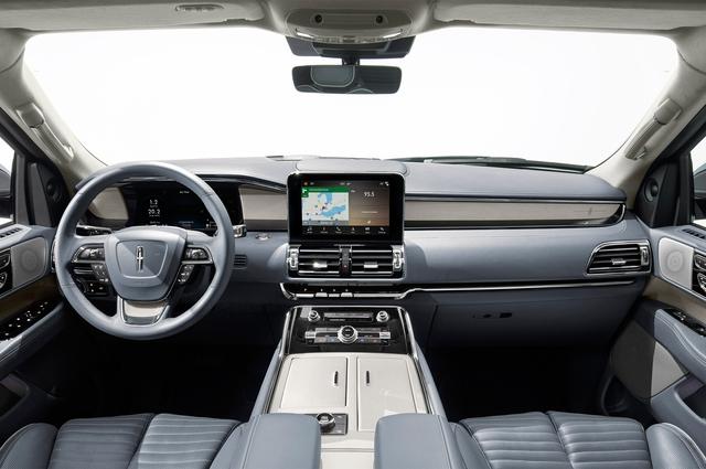 SUV hạng sang cỡ lớn Lincoln Navigator 2018 ra mắt với thiết kế thanh lịch và nội thất tiện nghi - Ảnh 6.