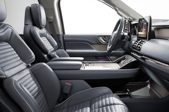 SUV hạng sang cỡ lớn Lincoln Navigator 2018 ra mắt với thiết kế thanh lịch và nội thất tiện nghi - Ảnh 8.