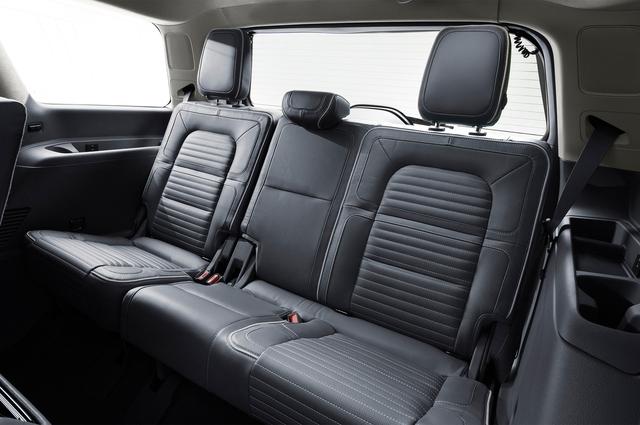 SUV hạng sang cỡ lớn Lincoln Navigator 2018 ra mắt với thiết kế thanh lịch và nội thất tiện nghi - Ảnh 10.