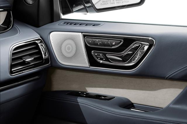 SUV hạng sang cỡ lớn Lincoln Navigator 2018 ra mắt với thiết kế thanh lịch và nội thất tiện nghi - Ảnh 12.
