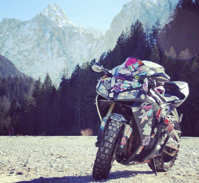 Làm quen với cô gái một mình đi vòng quanh thế giới bằng Honda CBR600RR - Ảnh 2.