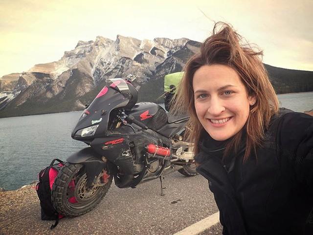 Làm quen với cô gái một mình đi vòng quanh thế giới bằng Honda CBR600RR - Ảnh 13.