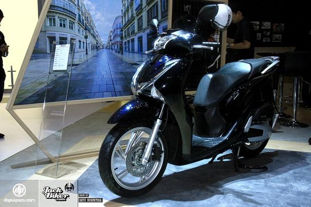Honda SH150i 2017 sản xuất tại Việt Nam ra mắt Indonesia với giá rẻ hơn - Ảnh 3.