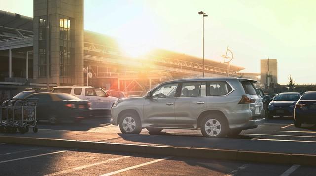 Chuyên cơ mặt đất Lexus LX450d 2017 không có ở Việt Nam được chốt giá từ 8,1 tỷ Đồng - Ảnh 2.