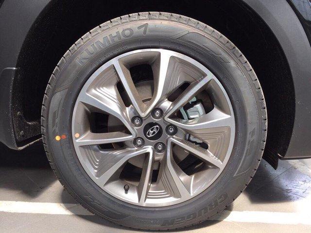Crossover cỡ nhỏ Hyundai Tucson phiên bản mới lộ diện tại Việt Nam - Ảnh 1.