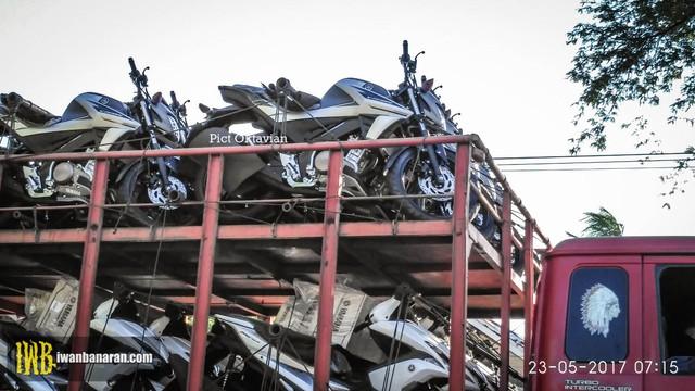 Bắt gặp lô xe côn tay Yamaha V-Ixion 2017 được vận chuyển đến đại lý - Ảnh 2.