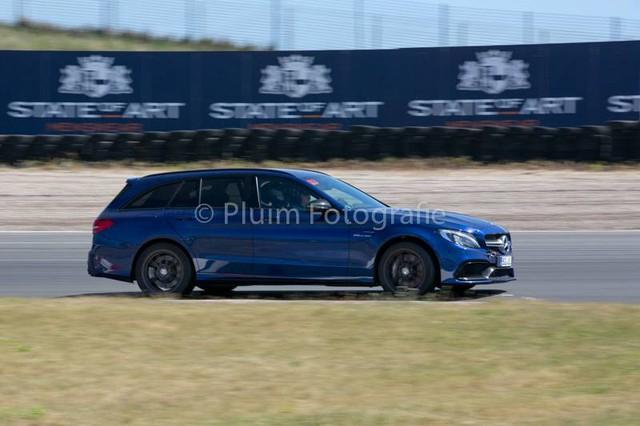 Mercedes-AMG C63 Estate bay lên không trung trong tai nạn kinh hoàng - Ảnh 1.