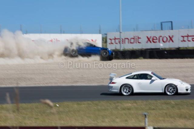Mercedes-AMG C63 Estate bay lên không trung trong tai nạn kinh hoàng - Ảnh 2.
