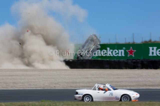 Mercedes-AMG C63 Estate bay lên không trung trong tai nạn kinh hoàng - Ảnh 4.