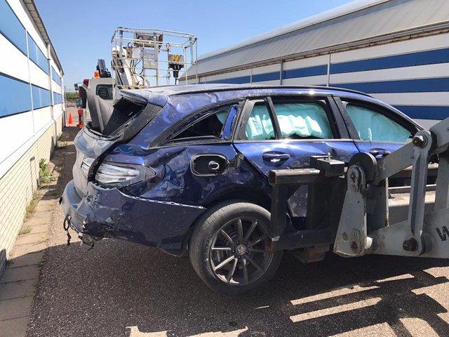 Mercedes-AMG C63 Estate bay lên không trung trong tai nạn kinh hoàng - Ảnh 6.