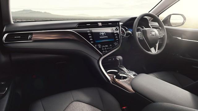Toyota Camry Hybrid 2018 sẽ tiêu thụ xăng như xe ga - Ảnh 3.