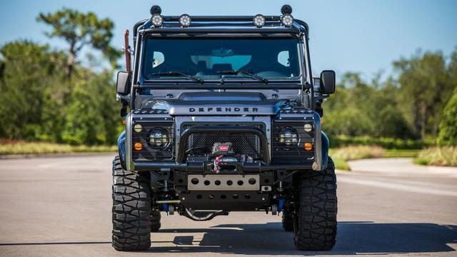 Chiếc Land Rover Defender trong mơ của những người đam mê off-road - Ảnh 10.